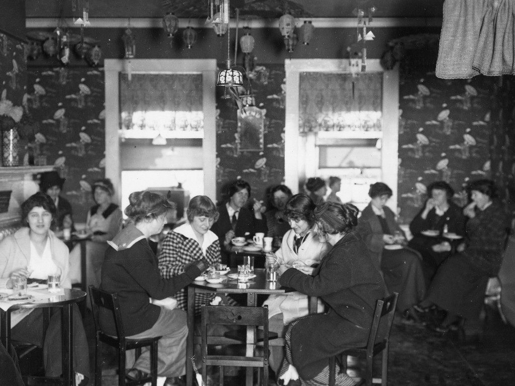 Diners at the Wheaton Inn